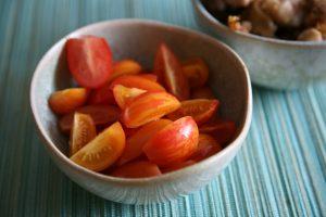Geschnittene Tomaten in einer Schale