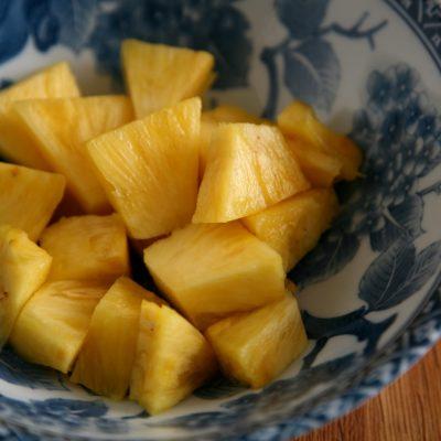 Ananasstücke für Ananasmarmelade