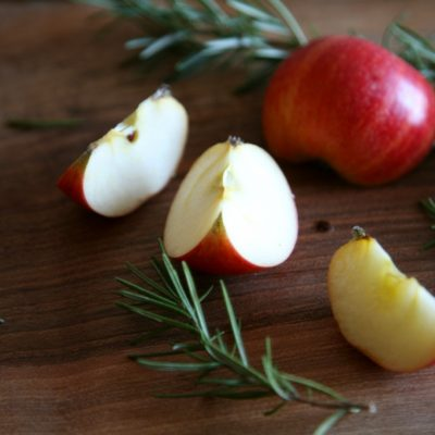 Apfelstücke für Apfel Rosmarin Tee