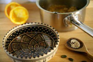leere Schale mit Quinoa Orangen Frühstück