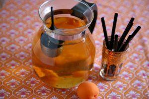 Aprikosentee angebrüht