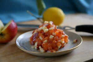 Lachs Tatar für Stangensellerie Apfel Suppe