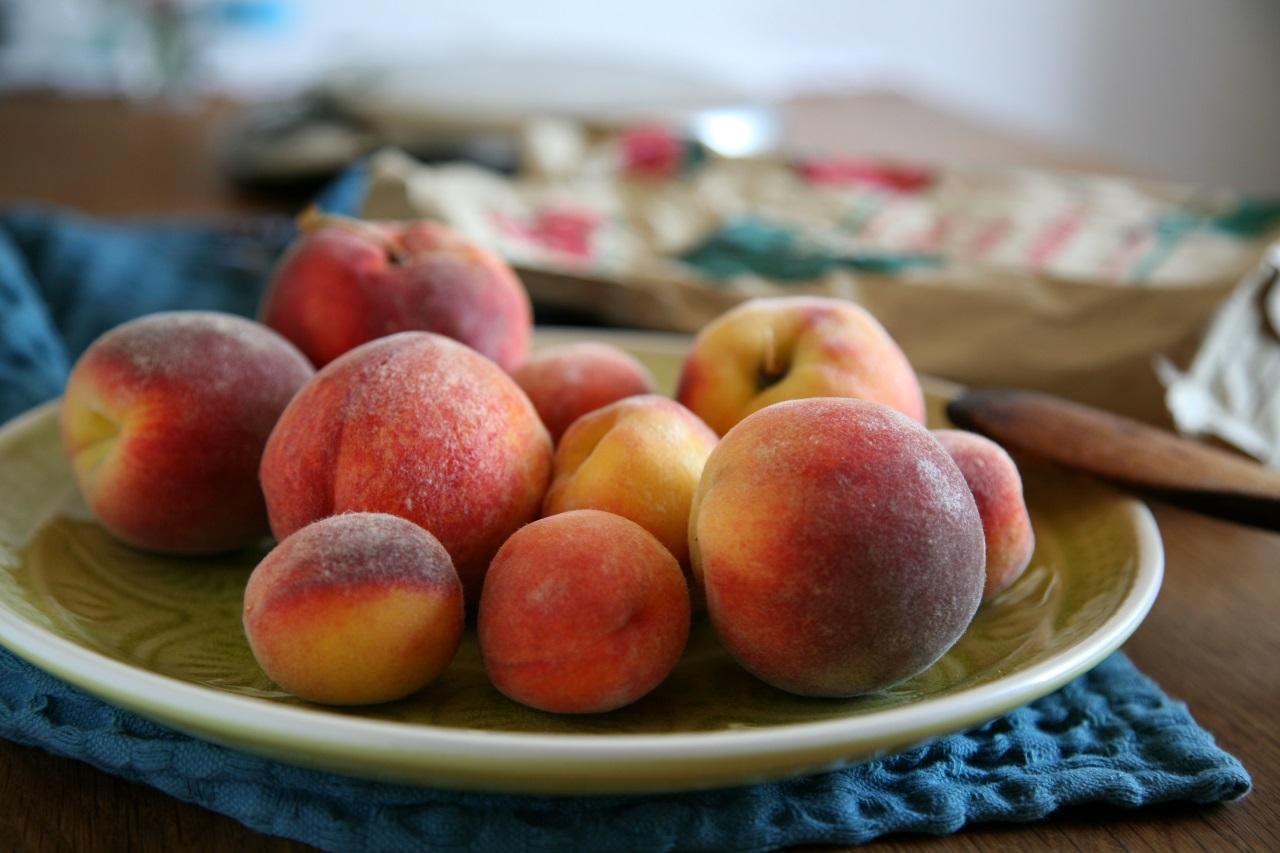 Marmelade Vorbereitung mit Pfirsichen
